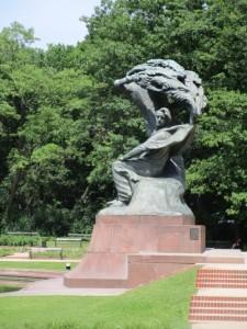 ワルシャワ16-ワジェンキ公園ショパン像 (480x640)